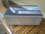Apple,  iPhone 4 32GB Black / White Unlocked