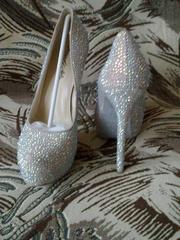 Очень красивые туфли со стразами