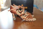Продаю танцевальную обувь (латина)